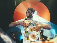 Pięć nocy z topowymi światowymi DJami