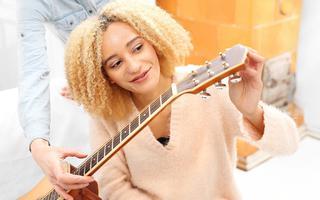 Jak wybrać właściwe struny do gitary?