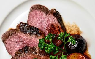 Jakie polskie dania mięsne warto polecić zagranicznym znajomym? Krótki przegląd